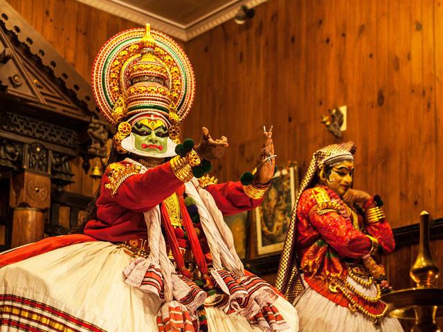 things to see in kerala- Kathakali Dance Performance Kerala