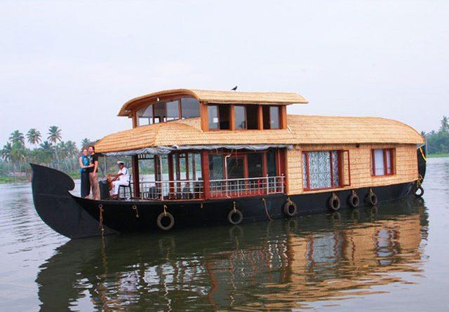 Alleppey Houseboat- honeymoon place in kerala