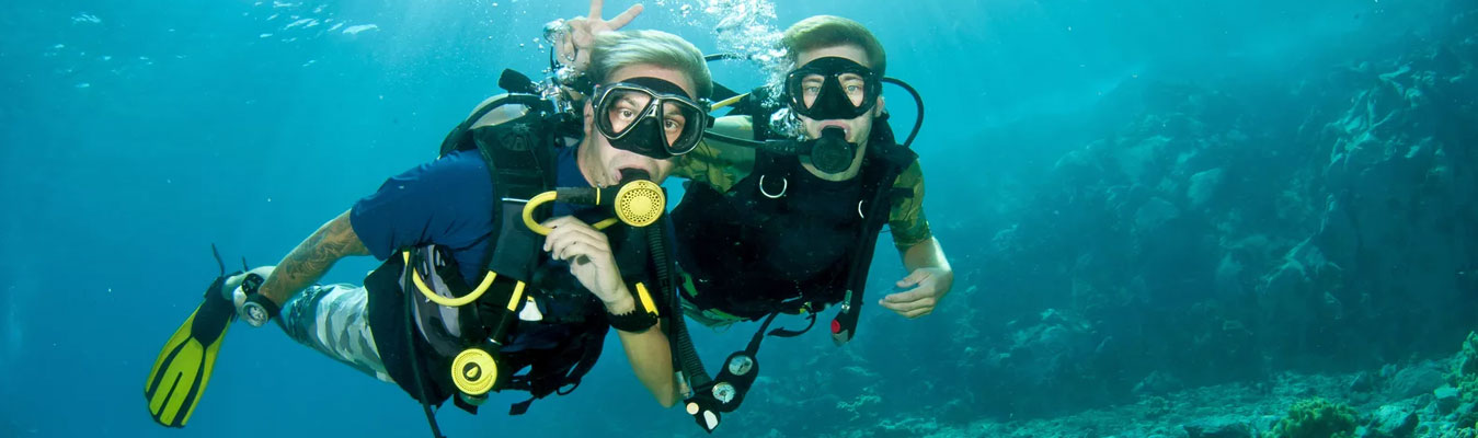 scuba-diving-together